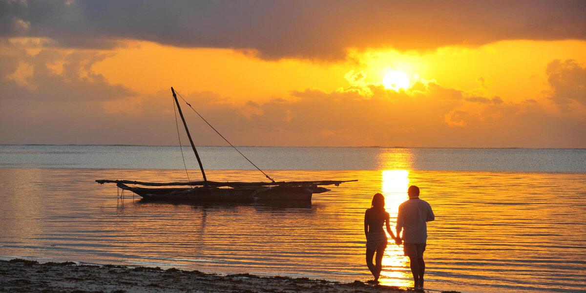 solnedgång vid severin sea lodge utanför mombasa
